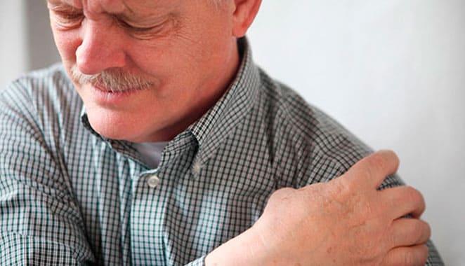 Factores que debes evitar si tienes hombro dolorido