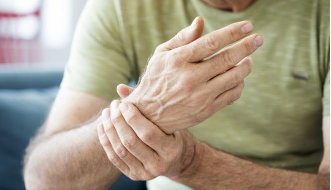 ¿Cómo aliviar el dolor reumático?