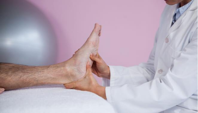 Consejos para el cuidado de los pies en pacientes con patologías reumáticas