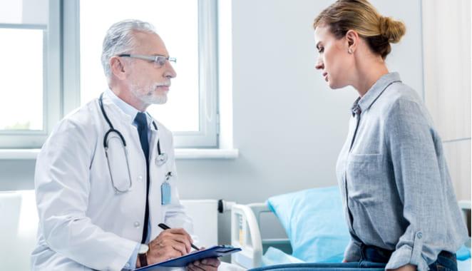 ¿Qué especialista trata la psoriasis?