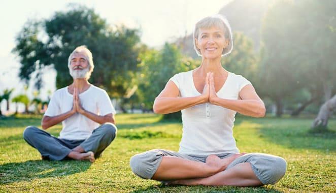 Practicar yoga durante 8 semanas reduce impacto de la artritis