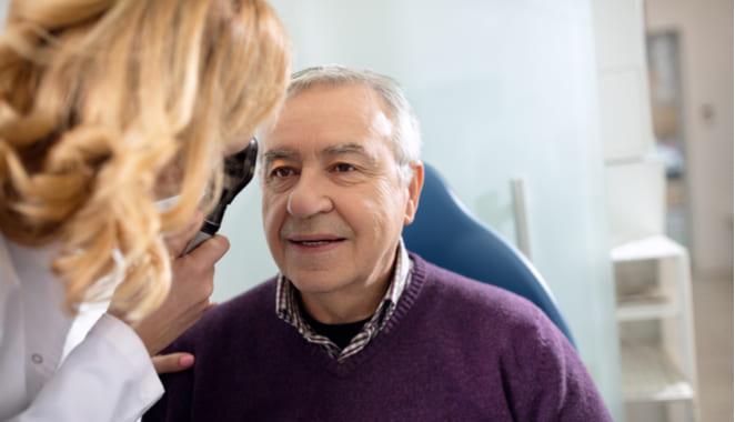 ¿Cuál es la relación entre el síndrome de Sjögren y la resequedad en los ojos?