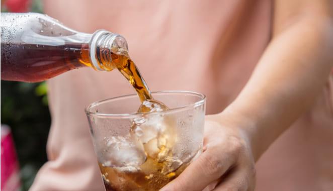 Bebidas azucaradas empeoran los síntomas de la esclerosis múltiple