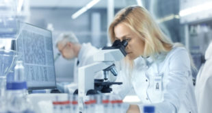 Descubren molécula que hace más propensas a las mujeres a desarrollar lupus