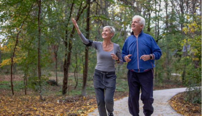Una hora de caminata evita complicaciones de la artrosis