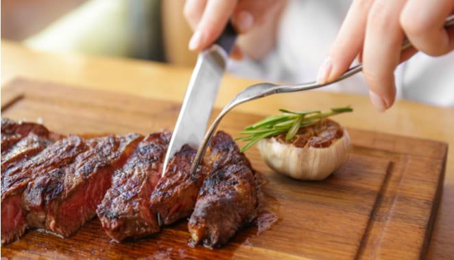 El consumo excesivo de carne roja aumenta el riesgo de sufrir artritis