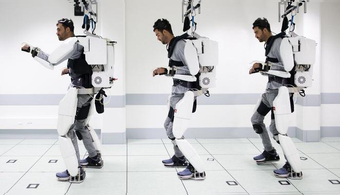 Hombre minusválido logró caminar nuevamente mediante un exoesqueleto que le suministra estímulos mentales.