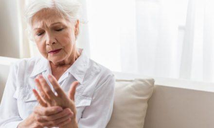 ¿Por qué las mujeres mayores sufren más dolor crónico que los hombres?