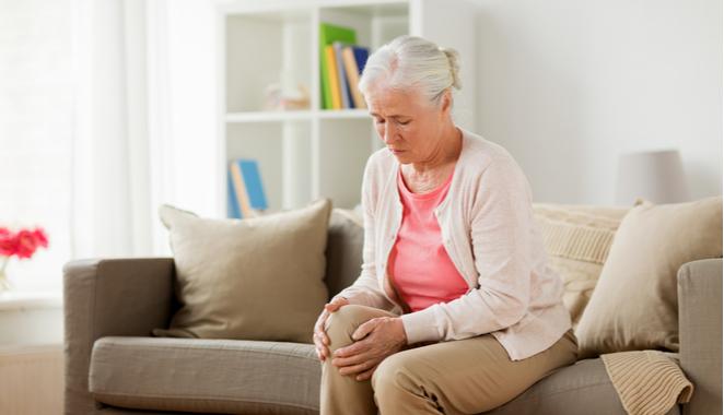 La bursitis de rodilla: líquido en las articulaciones