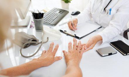 Artritis reumatoide: condición simétrica e inflamatoria caracterizada por intenso dolor articular