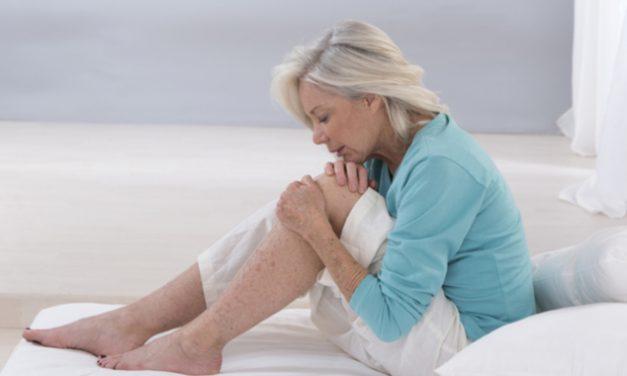 Dolor en las rodillas  a causa de estas enfermedades reumáticas