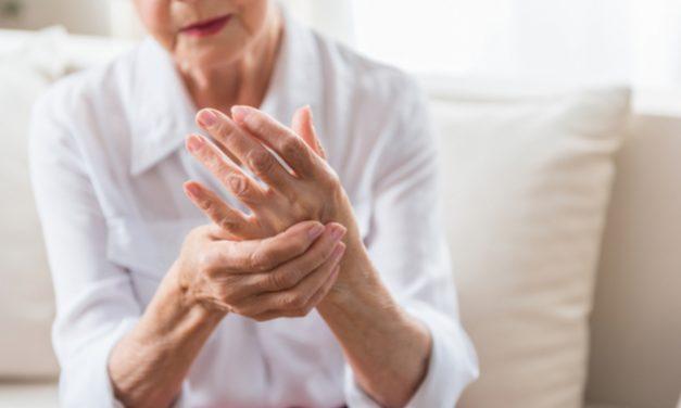 """Dr.Soto Raíces: """" Segura la Vacuna COVID-19 para pacientes con condiciones reumáticas"""""""