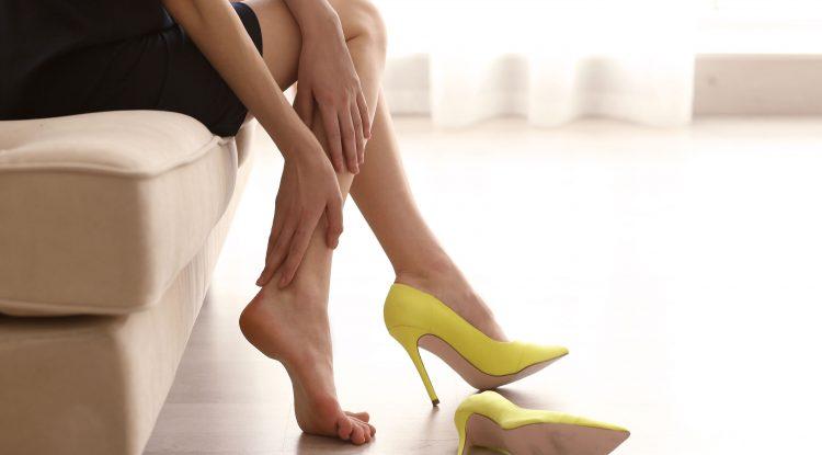El uso prolongado de tacones puede provocar artrosis, artritis y tendinitis