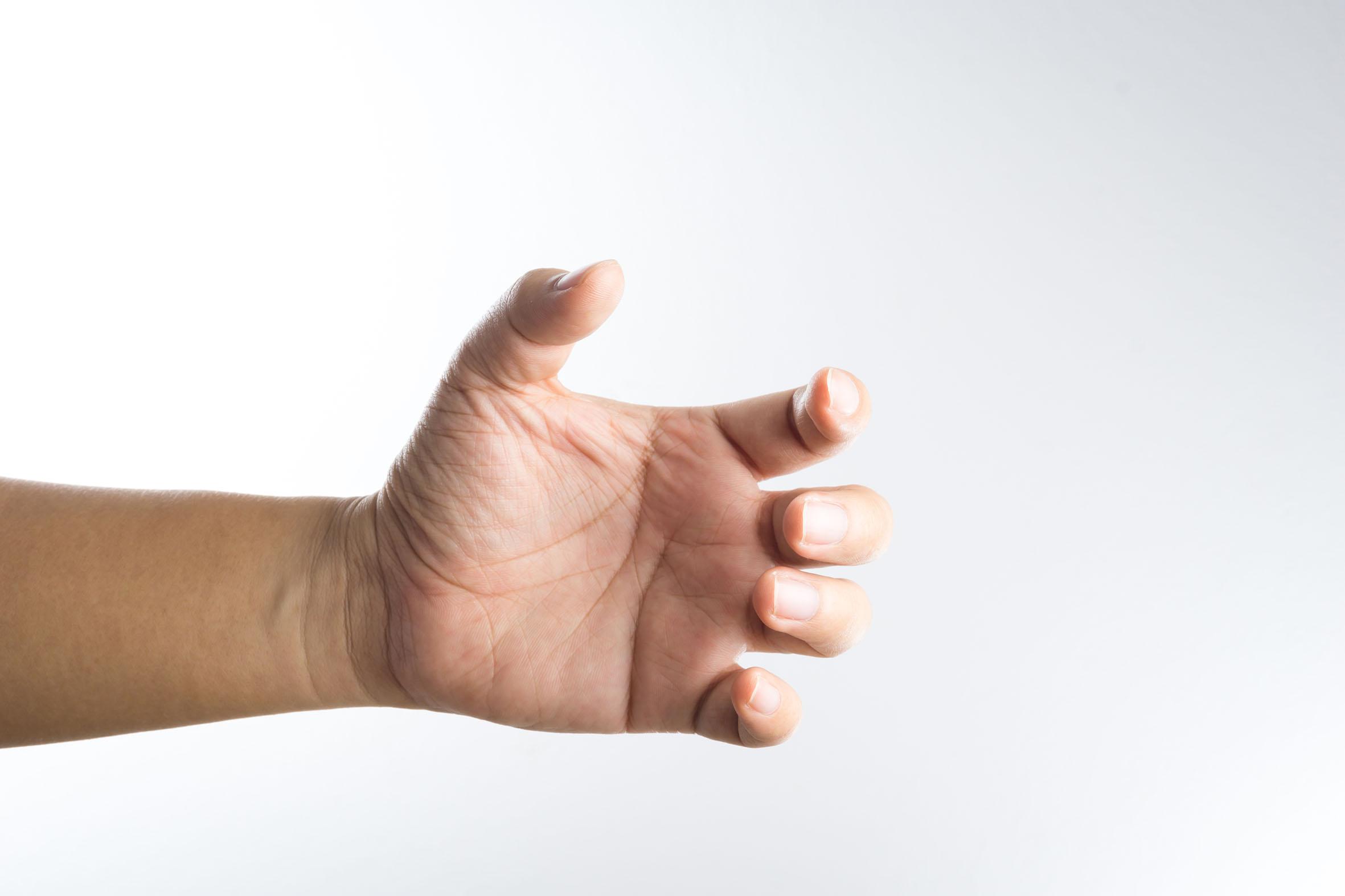 ¿Qué tan malo es crujirse los dedos?